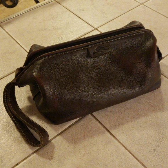 9222268769 Tommy Bahama Brown Leather Toiletry Shave Kit Bag.  M 5b287e47df0307a7c4593eec